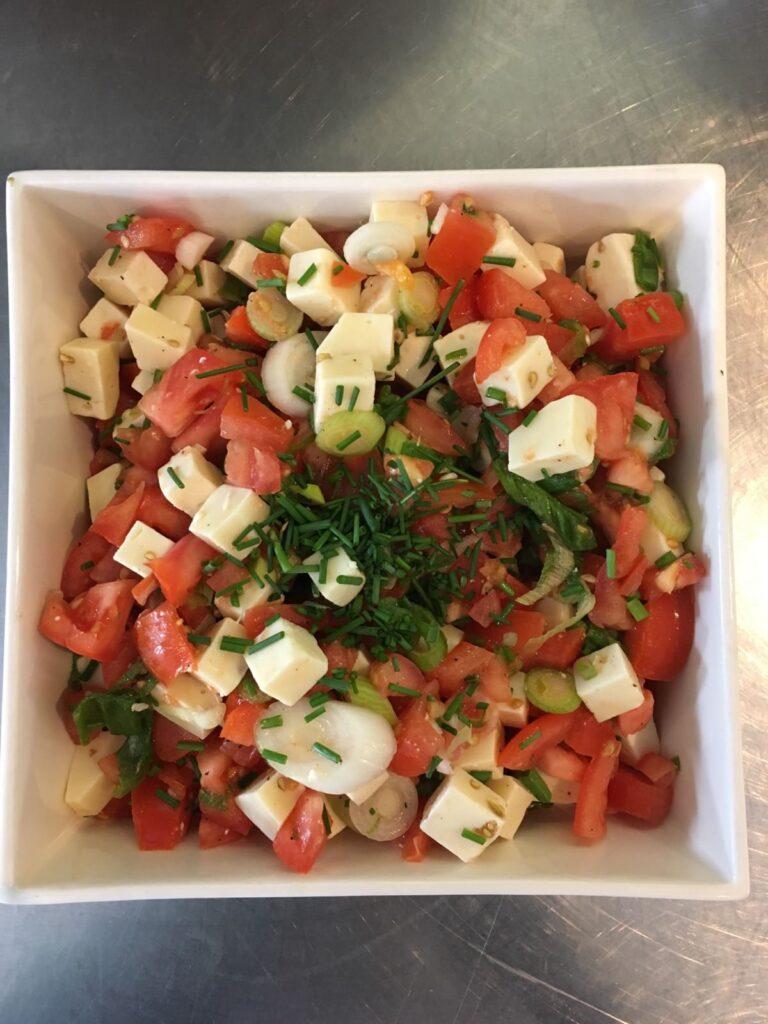 Kasteelhoeve Wange recepten frisse kaassalade met tomaten faciliteiten maaltijd pure keuken bio